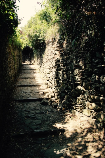 Der Beginn des Pfades in Carniglia